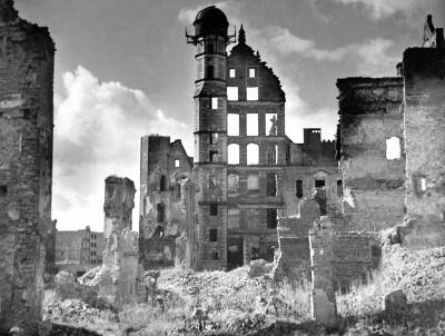 Zgliszcza Domu Towarzystwa Przyrodniczego, 1945